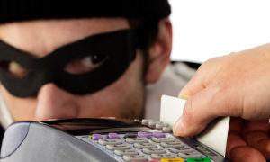 Мошенники обманом сняли деньги с банковской карты: порядок действий