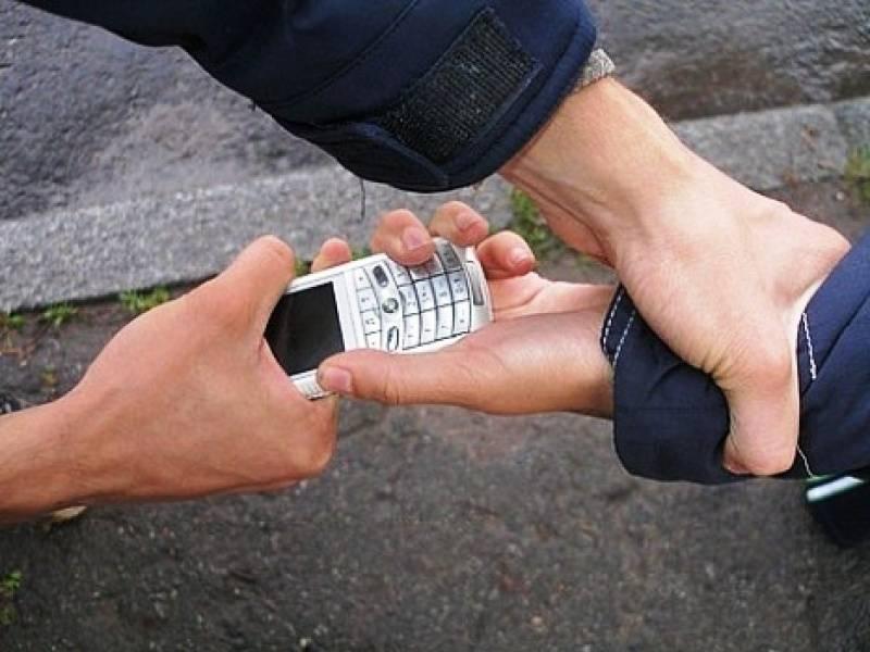 В школе у ребенка украли телефон, что делать