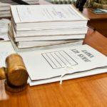 Дела на столе в суде